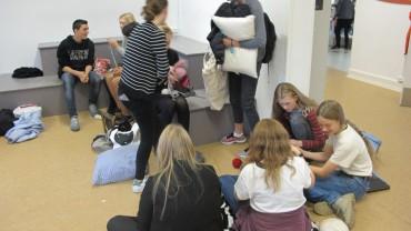 Torsdag d. 1 oktober Folk gør klar til at strikke